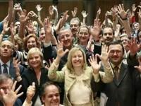 Foto del grupo asistente a la sesión acuerdo Parlamento